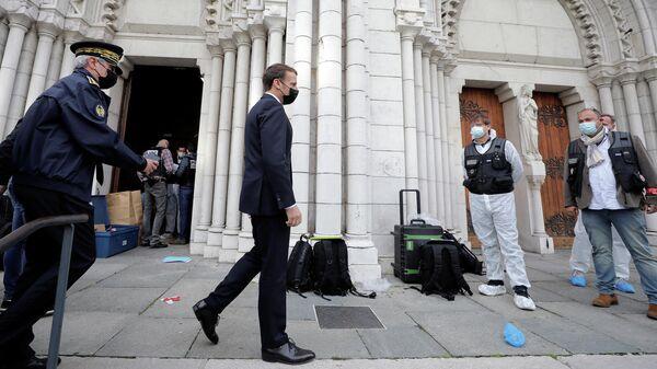 Президент Франции Эммануэль Макрон в Ницце, где произошло вооруженное нападение у церкви