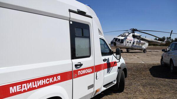 Машина скорой помощи и вертолет санитарной авиации