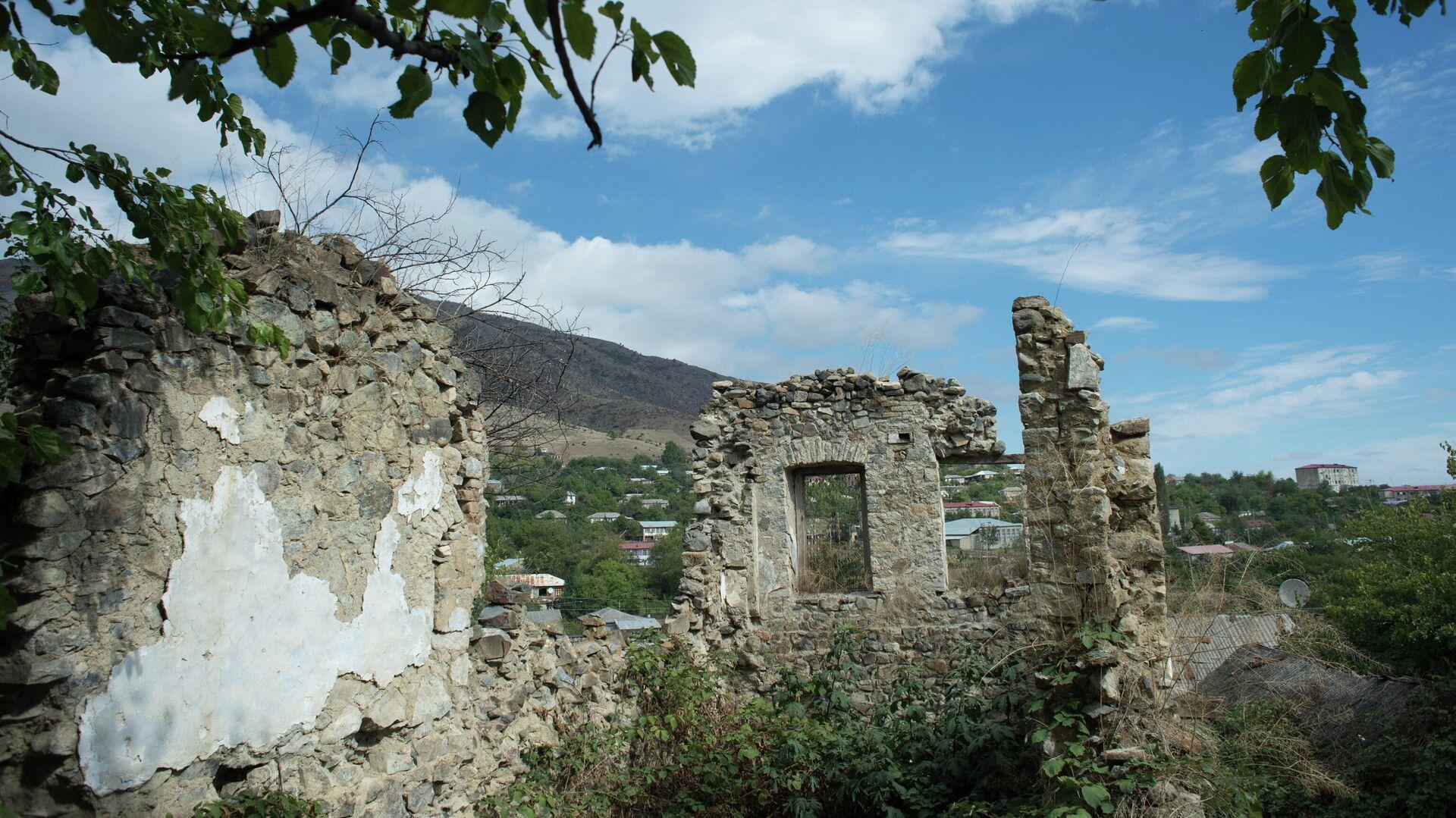 Руины здания в городе Гадруте самопровозглашенной Республики Нагорный Карабах - РИА Новости, 1920, 05.11.2020