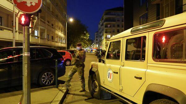 Ситуация на месте происшествия в Лионе, где злоумышленник, вооруженный обрезом, ранил православного священника