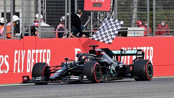 Mercedes' British driver Lewis Hamilton crosses the finish line to win the Formula One Emilia Romagna Grand Prix at the Autodromo Internazionale Enzo e Dino Ferrari race track in Imola, Italy, on November 1, 2020. (Photo by MIGUEL MEDINA / POOL / AFP)