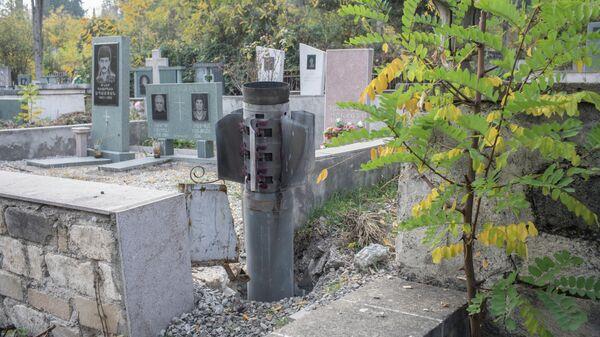 Хвостовая часть РСЗО Смерч на городском кладбище Степанакерта