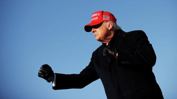 Президент США Дональд Трамп во время предвыборного ралли в штате Айова