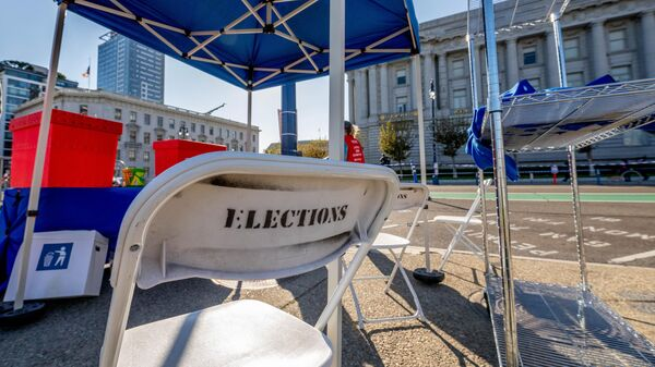 Один из избирательных участков в Сан-Франциско в день голосования на выборах президента США