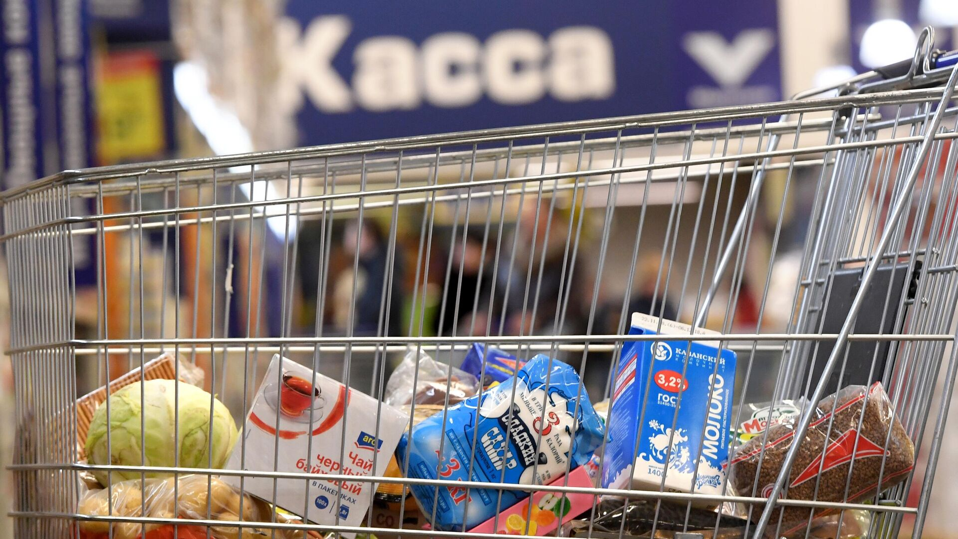 Тележка с продуктами в магазине - РИА Новости, 1920, 02.02.2021