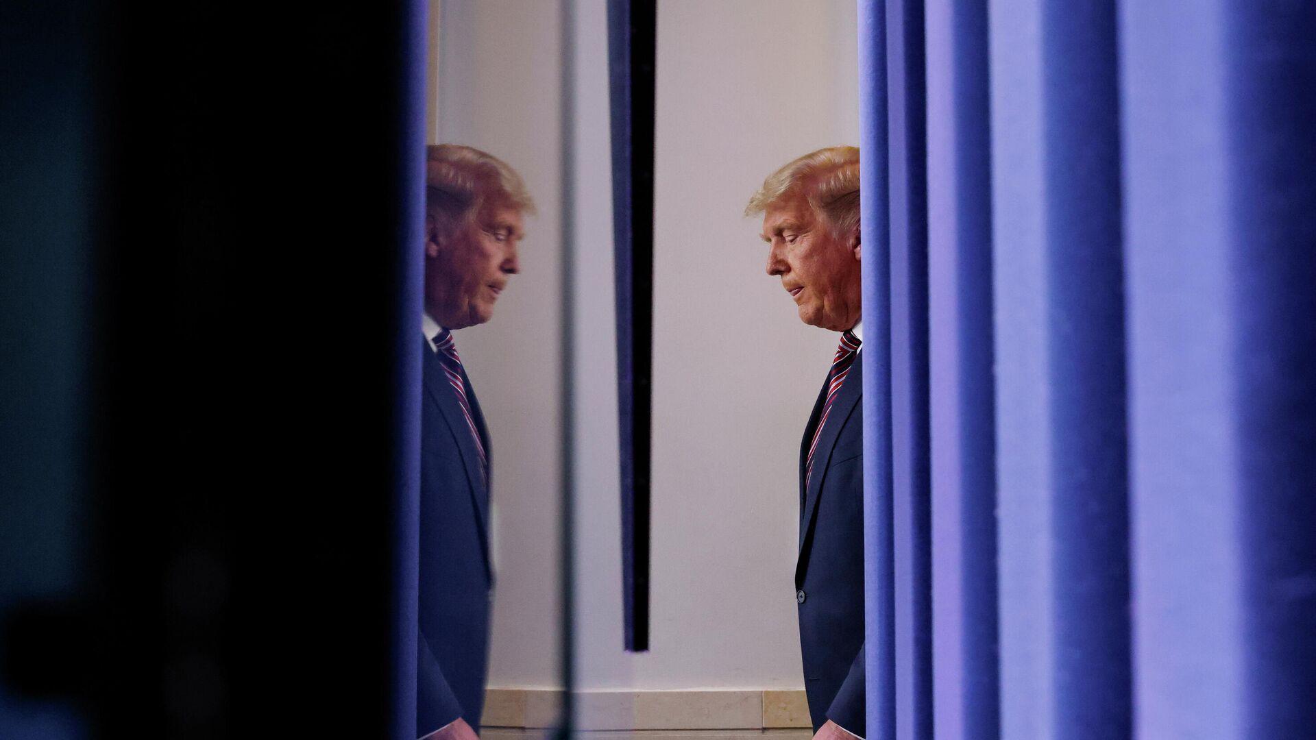 Президент США Дональд Трамп перед выступлением в Белом доме в Вашингтоне - РИА Новости, 1920, 07.11.2020