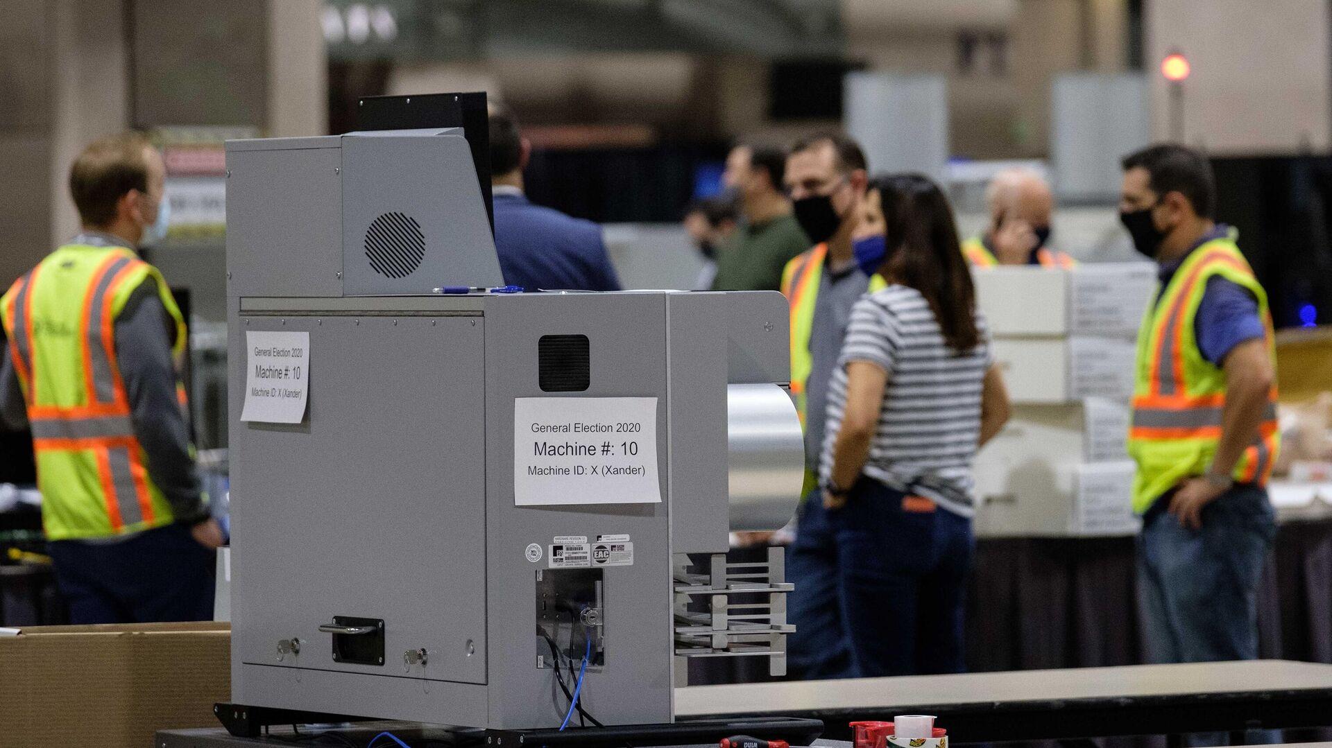 Машина для подсчета голосов внутри Конгресс-центра в Филадельфии - РИА Новости, 1920, 10.11.2020