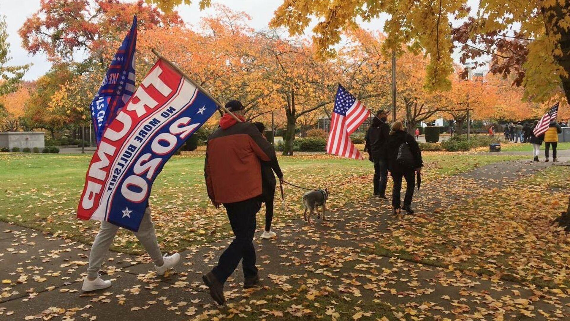 Митинг в поддержку действующего президента США Дональда Трампа в Салеме, столице штата Орегон - РИА Новости, 1920, 01.12.2020