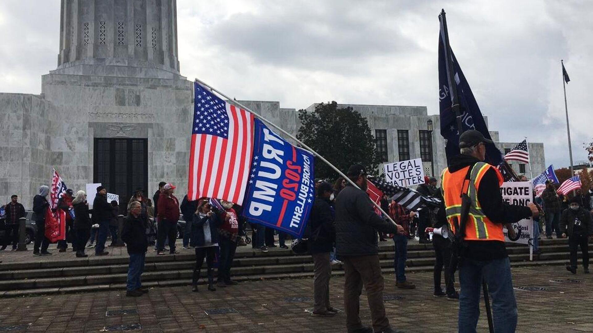 Митинг в поддержку действующего президента США Дональда Трампа в Салеме, столице штата Орегон - РИА Новости, 1920, 08.11.2020