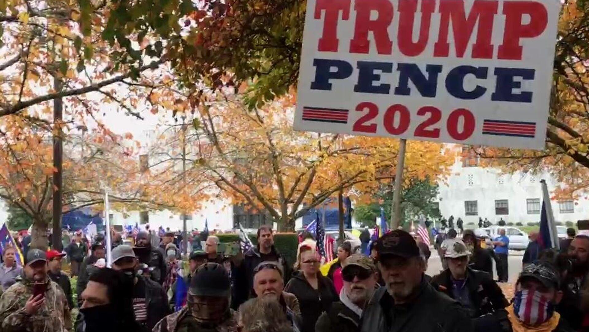 Митинг в поддержку действующего президента США Дональда Трампа в Салеме, столице штата Орегон - РИА Новости, 1920, 22.11.2020