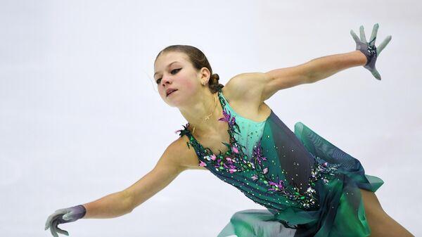 Александра Трусова выступает с короткой программой в женском одиночном катании на  IV этапе Кубка России - Ростелеком 2020-2021 гг. по фигурному катанию в Казани.
