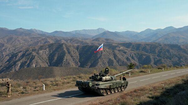 Российские миротворцы недалеко от границы с Арменией