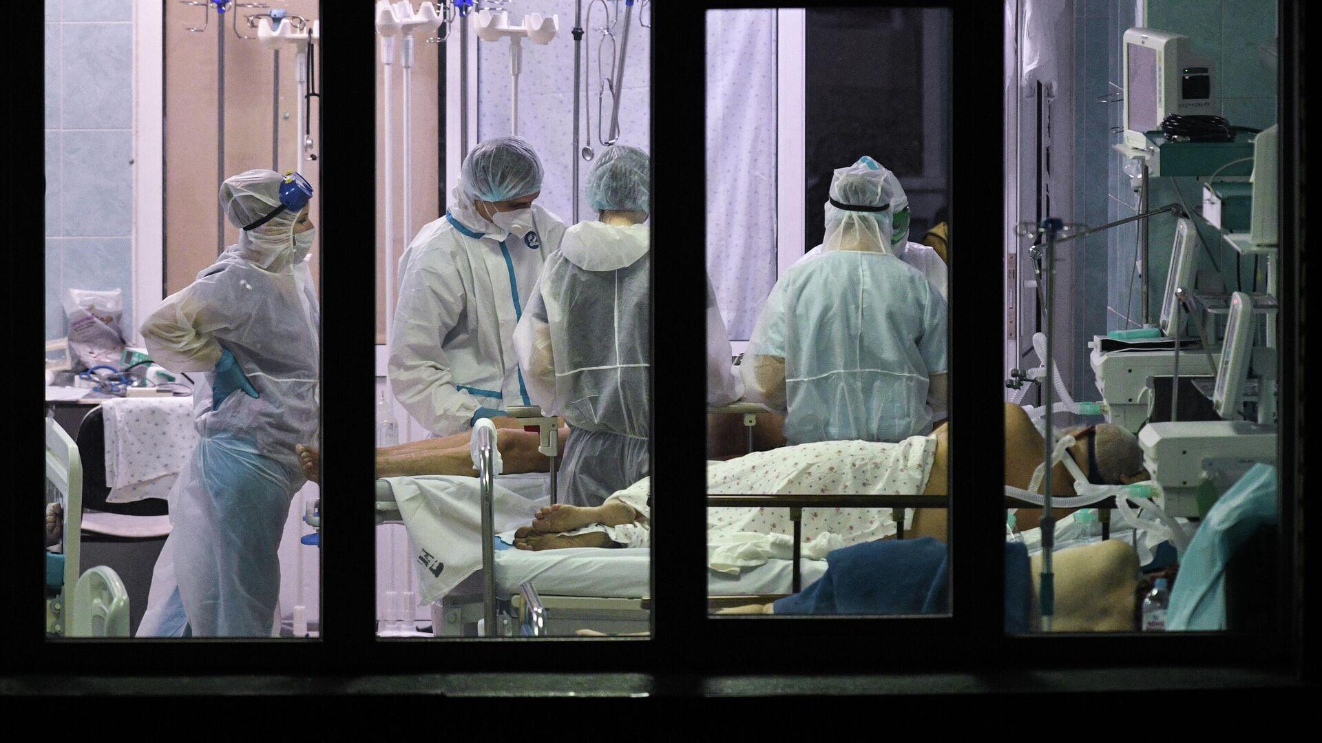 Медики и пациенты в реанимационном отделении городской клинической больницы №25 Новосибирска - РИА Новости, 1920, 10.12.2020