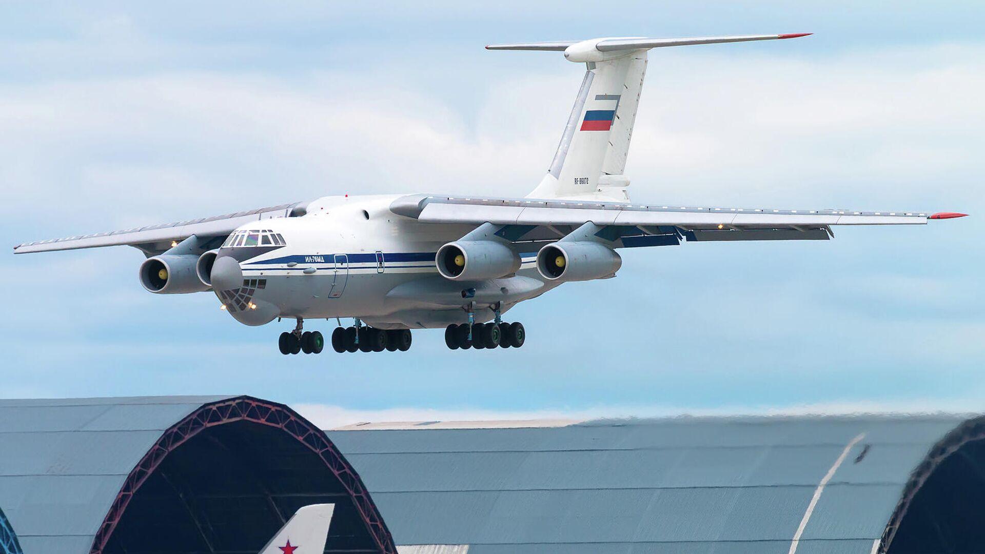 Самолет Ил-76 вылетает с аэродрома Ульяновск-Восточный - РИА Новости, 1920, 22.04.2021