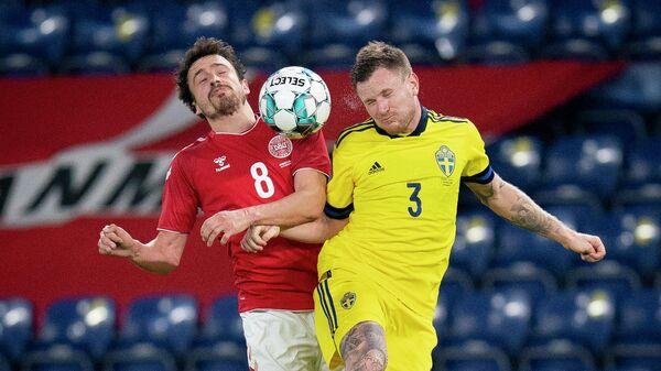 Denmark's Thomas Delaney (L) and Sweden's Mattias Johansson vie for the ball during the international friendly football match Denmark v Sweden in Brondby, Denmark on November 11, 2020. (Photo by Liselotte Sabroe / Ritzau Scanpix / AFP) / Denmark OUT