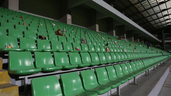 Пустые трибуны стадиона