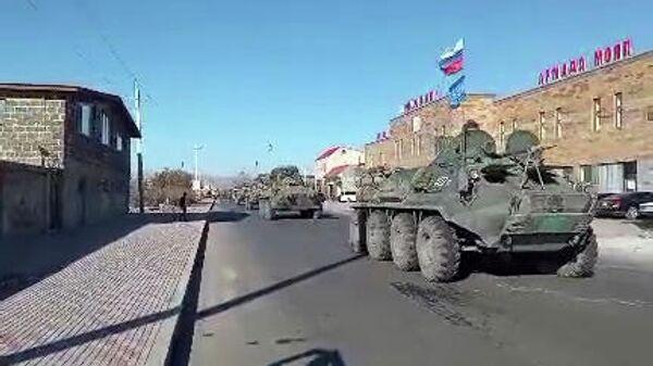 Колонна российских миротворцев в Степанакерте. Кадр видео