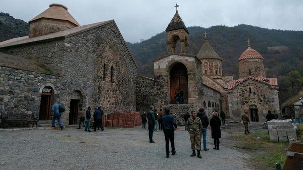 Российские миротворцы завершают развертывание постов в Карабахе