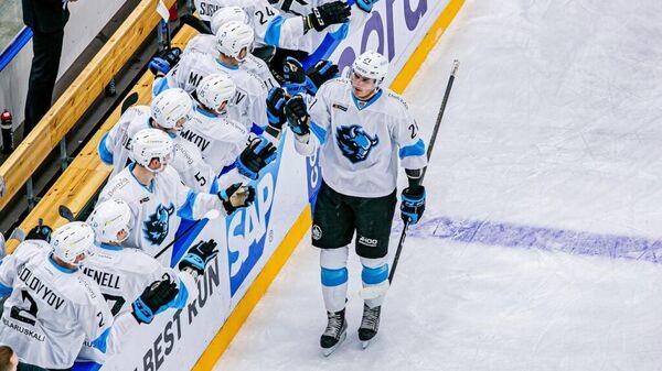 Хоккеисты минского Динамо  в матче КХЛ