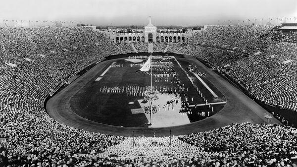 Церемония открытия Олимпийских игр 1932 года на стадионе Колизей в Лос-Анджелесе