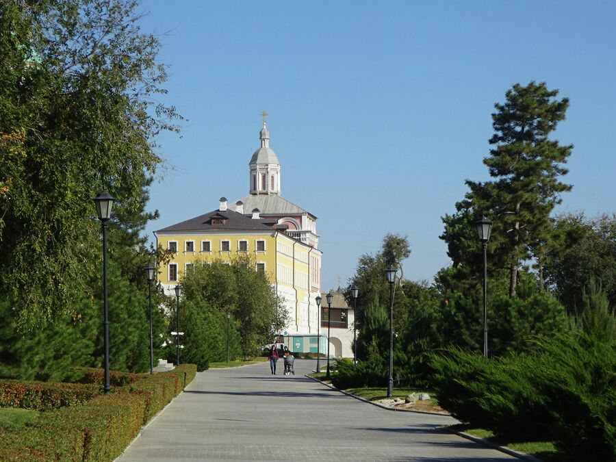 Архиерейские павлаты с домовой церковью