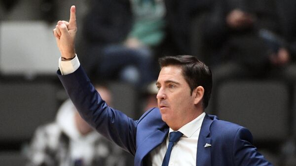 Главный тренер БК Зенит Хавьер Паскуаль в матче 6-го тура регулярного чемпионата мужской баскетбольной Евролиги сезона 2020/2021 между БК Зенит (Санкт-Петербург, Россия) и БК Химки (Химки, Россия).
