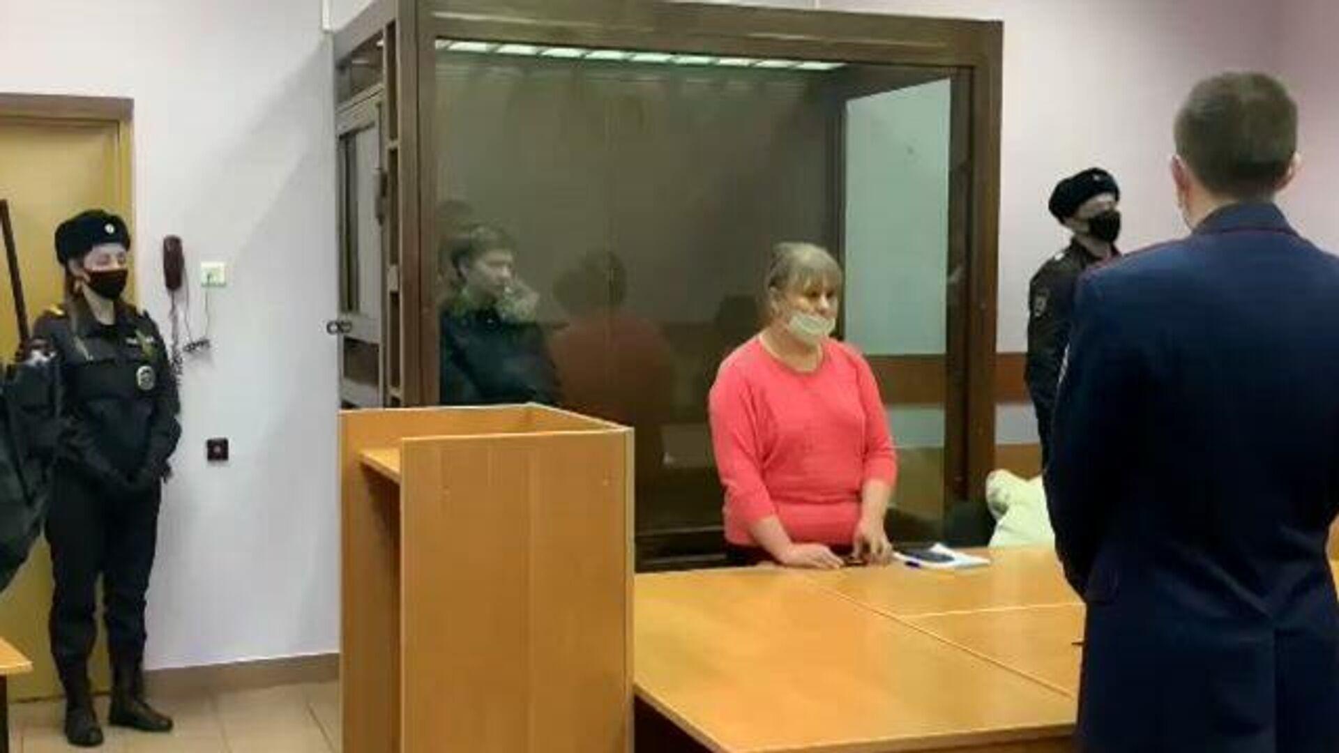 Мать задушенных в московской квартире детей арестовали. Кадры из зала суда - РИА Новости, 1920, 19.11.2020