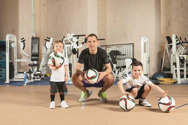 Сергей Игнашевич с сыновьями