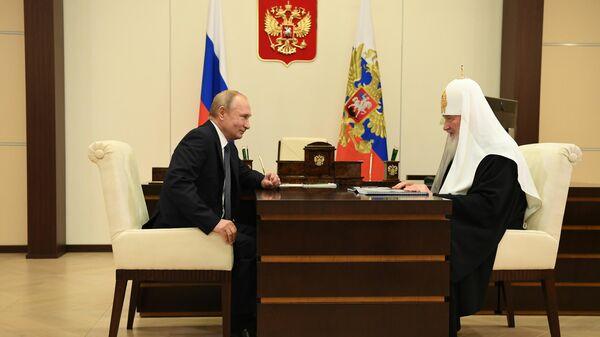 Президент России Владимир Путин и патриарх Кирилл во время встречи