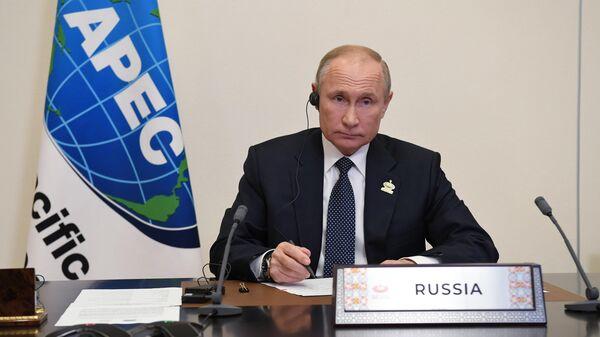 Президент РФ Владимир Путин участвует в режиме видеоконференции во встрече лидеров экономик форума АТЭС