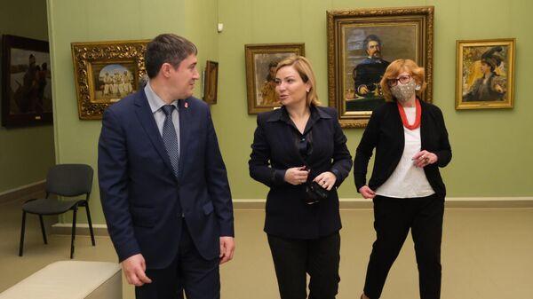 Министр культуры России Ольга Любимова в Пермской художественной галерее
