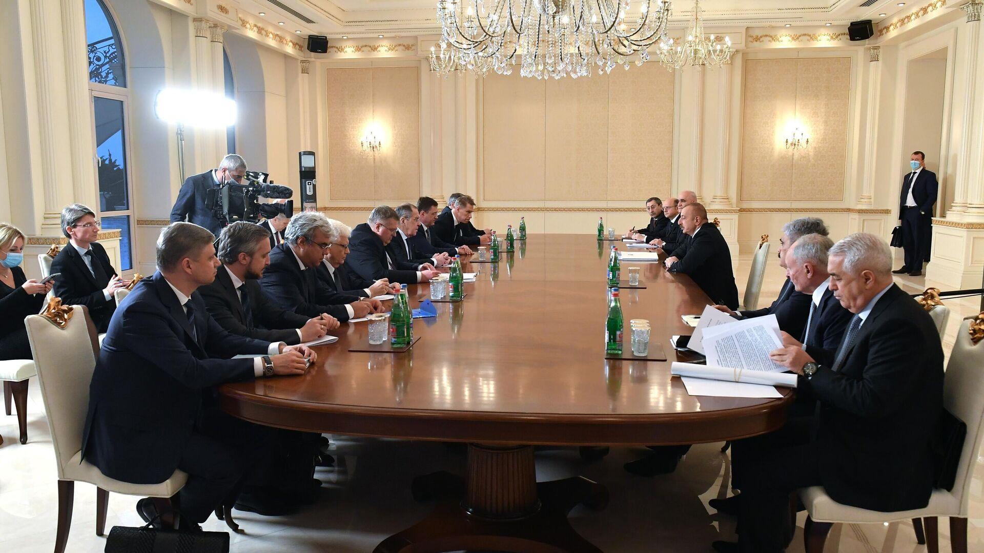 Российская межведомственная делегация во время встречи с президентом Азербайджана Ильхамом Алиевым в Баку - РИА Новости, 1920, 21.11.2020