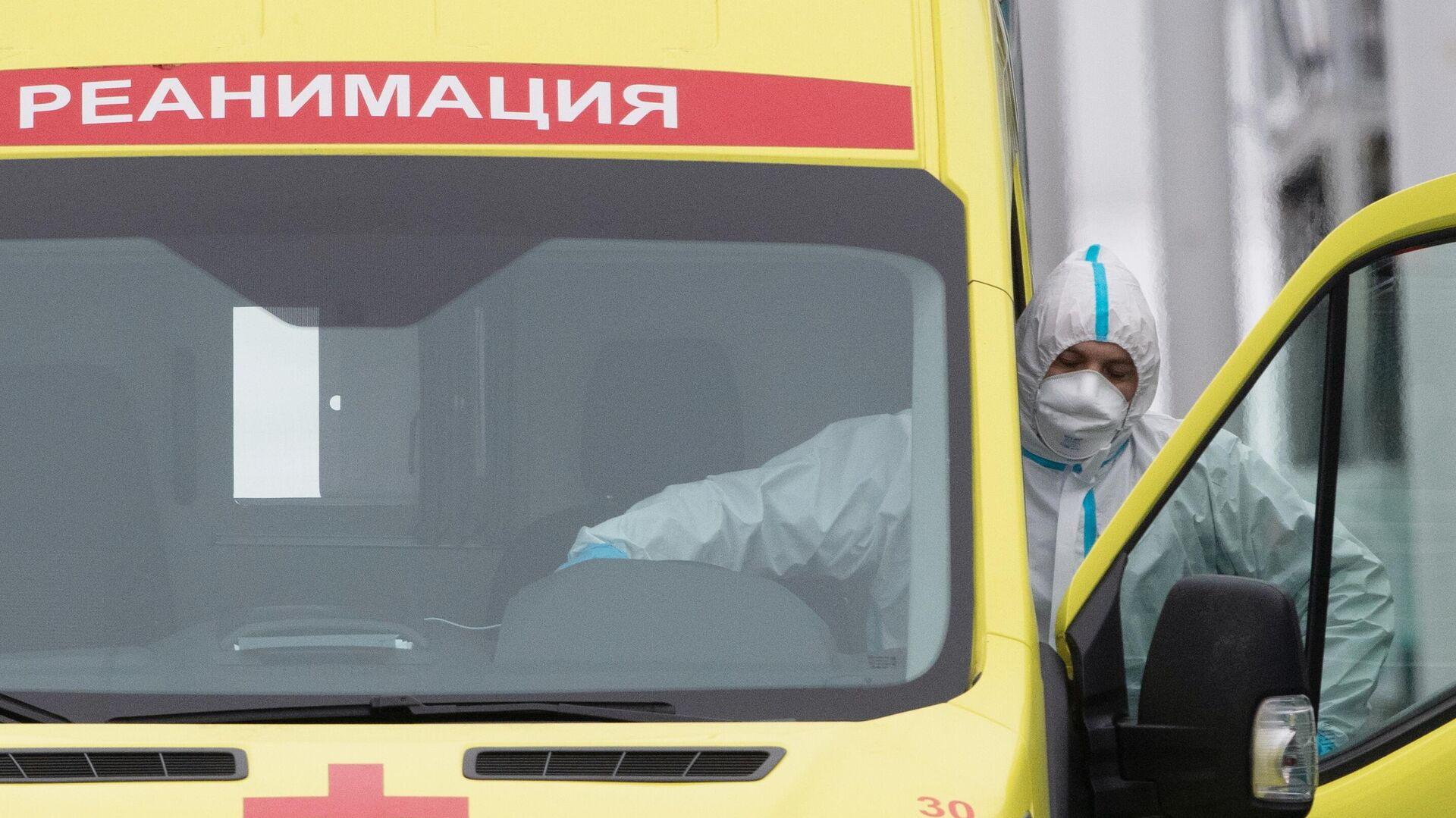 Медицинский работник в карантинном центре в Коммунарке - РИА Новости, 1920, 01.12.2020