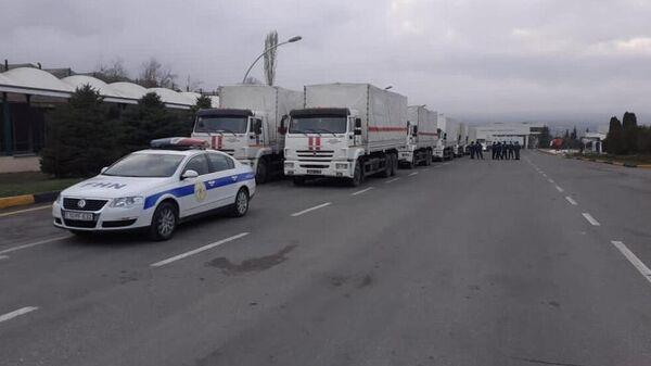 Сотрудники МЧС Азербайджана сопровождают гуманитарную колонну, направленную МЧС России в Шушу и Ханкенди