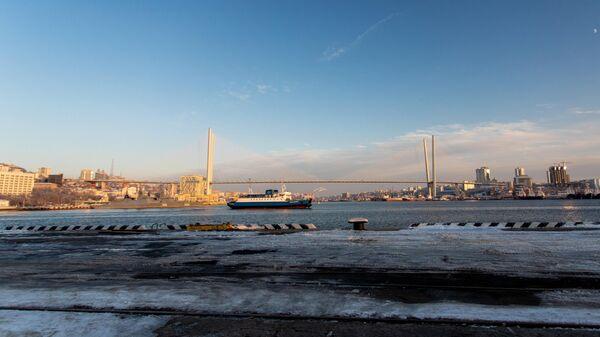 Паром Босфор Восточный идет в направлении острова Русский