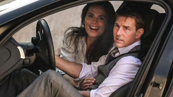 Американский актер Том Круз и британско-американская актриса Хейли Этвелл во время съемок фильма Миссия невыполнима: Либра
