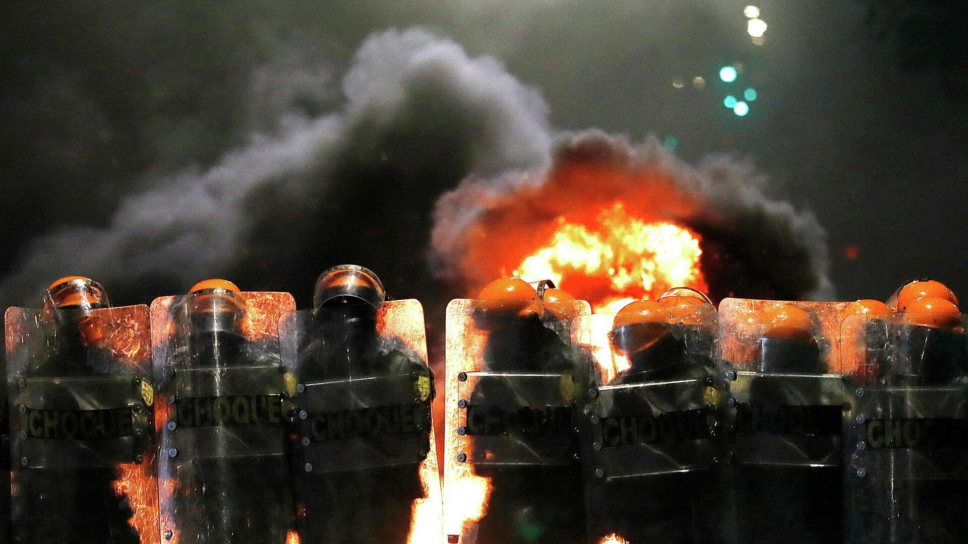 Полицейские во время акции протеста в Порту-Алегри, Бразилия. 23 ноября 2020 - РИА Новости, 1920, 24.11.2020