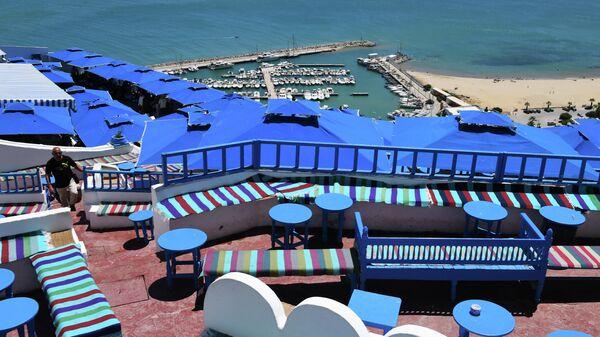 Вид из Cafe Des Délice на береговую часть города Сиди-Бу-Саид