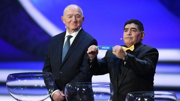 Никита Симонян и Диего Марадона (справа)