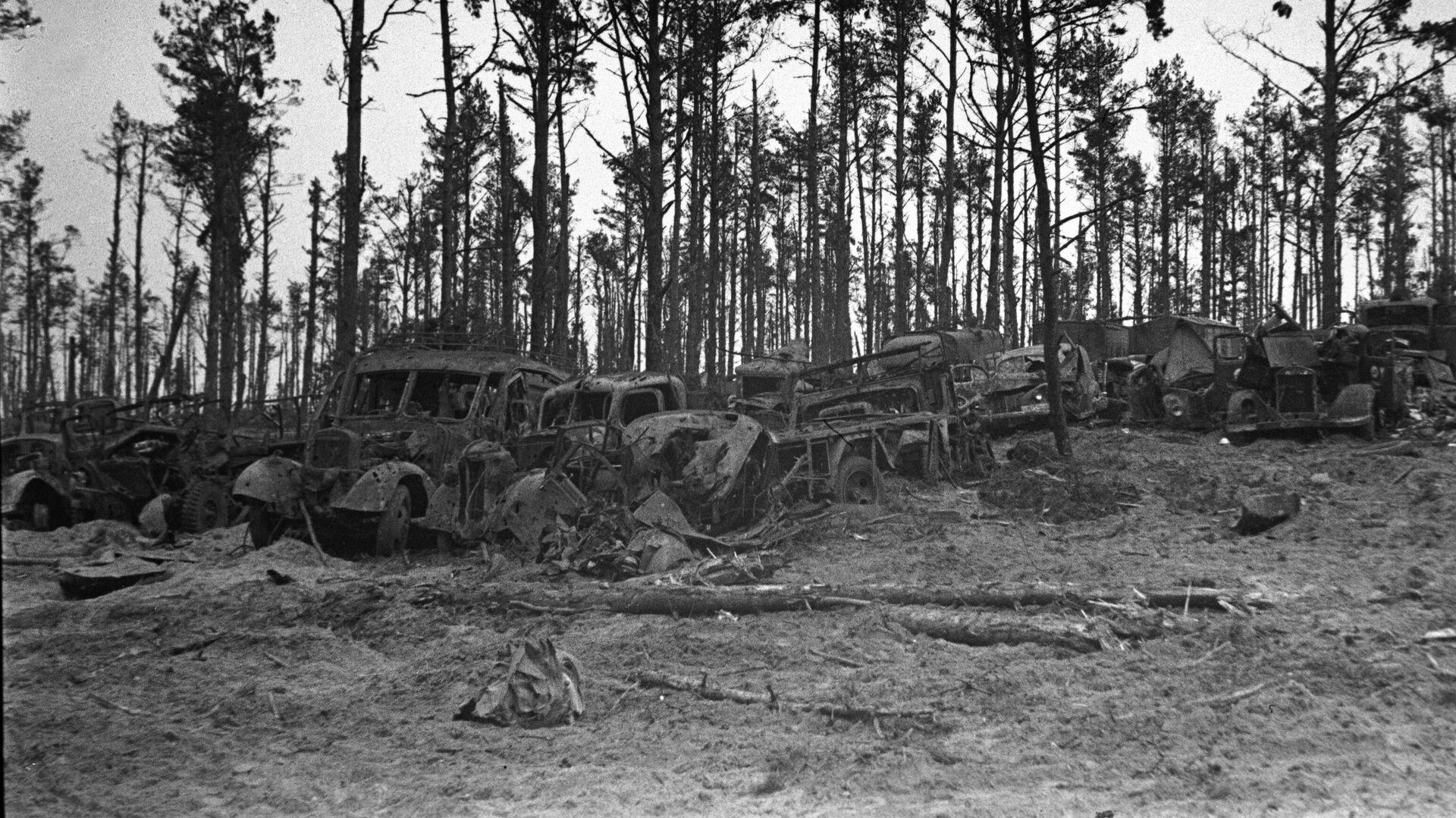 Подбитая немецкая военная техника брошена под городом Орлом - РИА Новости, 1920, 26.11.2020