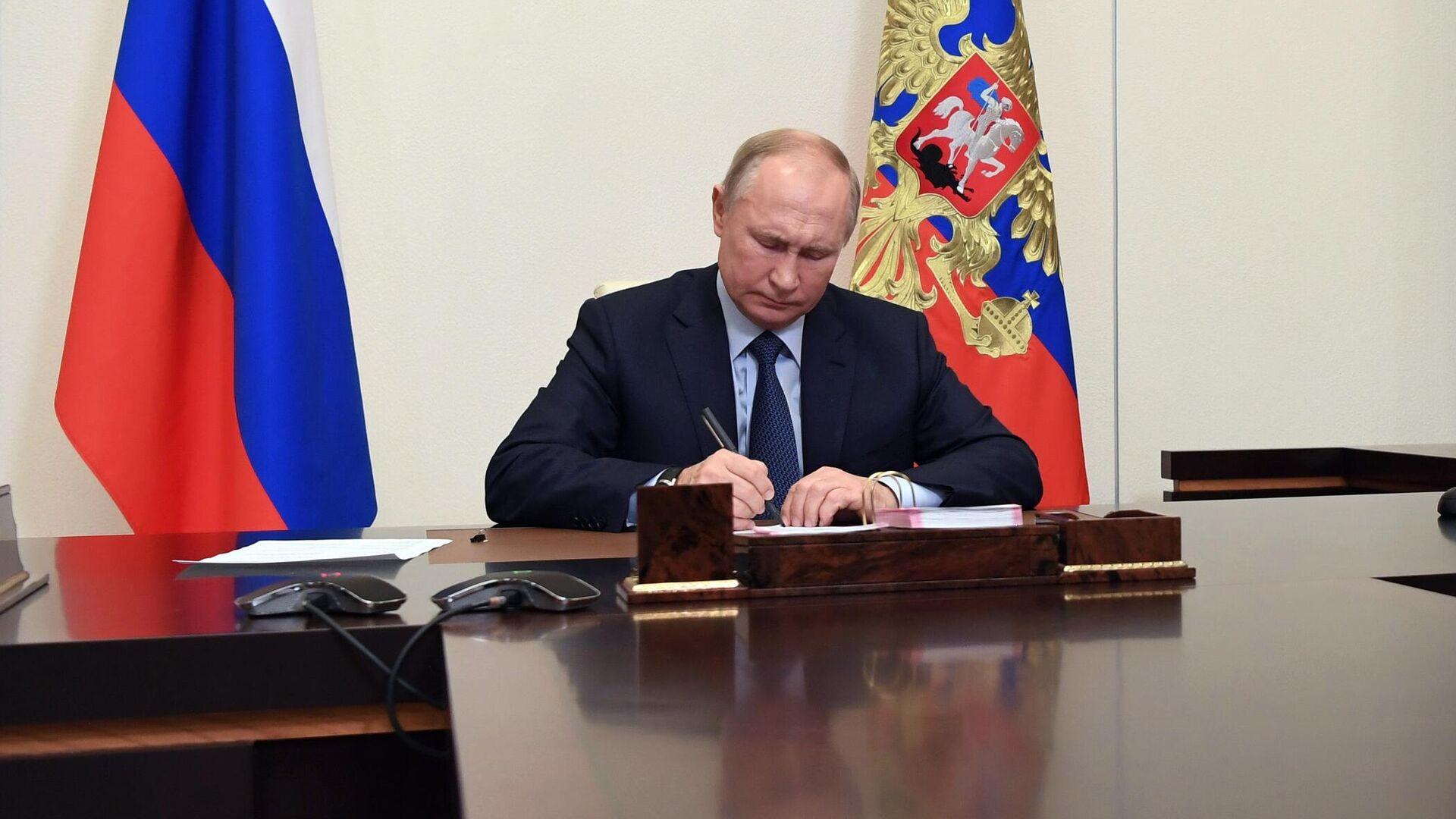 Путин освободил Татаринова от обязанностей посла в Сингапуре