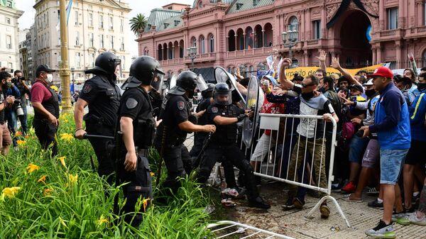 Беспорядки во время церемонии прощания с Марадоной