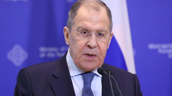 Министр иностранных дел России Сергей Лавров во время выхода к прессе после заседания коллегий МИД РФ и Белоруссии в Минске