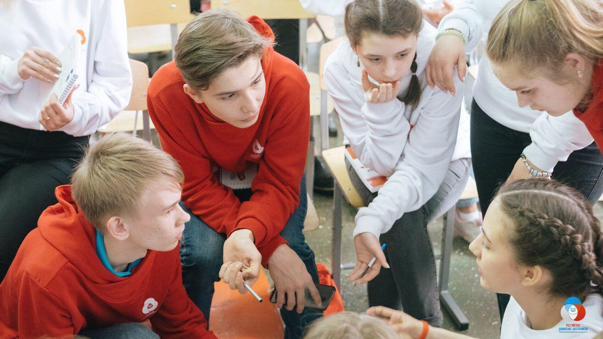 Школьники во время конкурса РДШ - территория самоуправления - РИА Новости, 1920, 30.11.2020