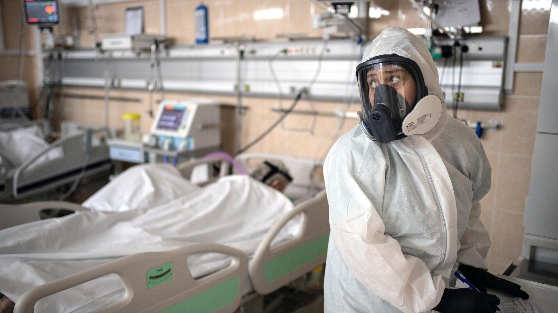 Медицинские работники в приемном отделении госпиталя COVID-19 - РИА Новости, 1920, 02.12.2020