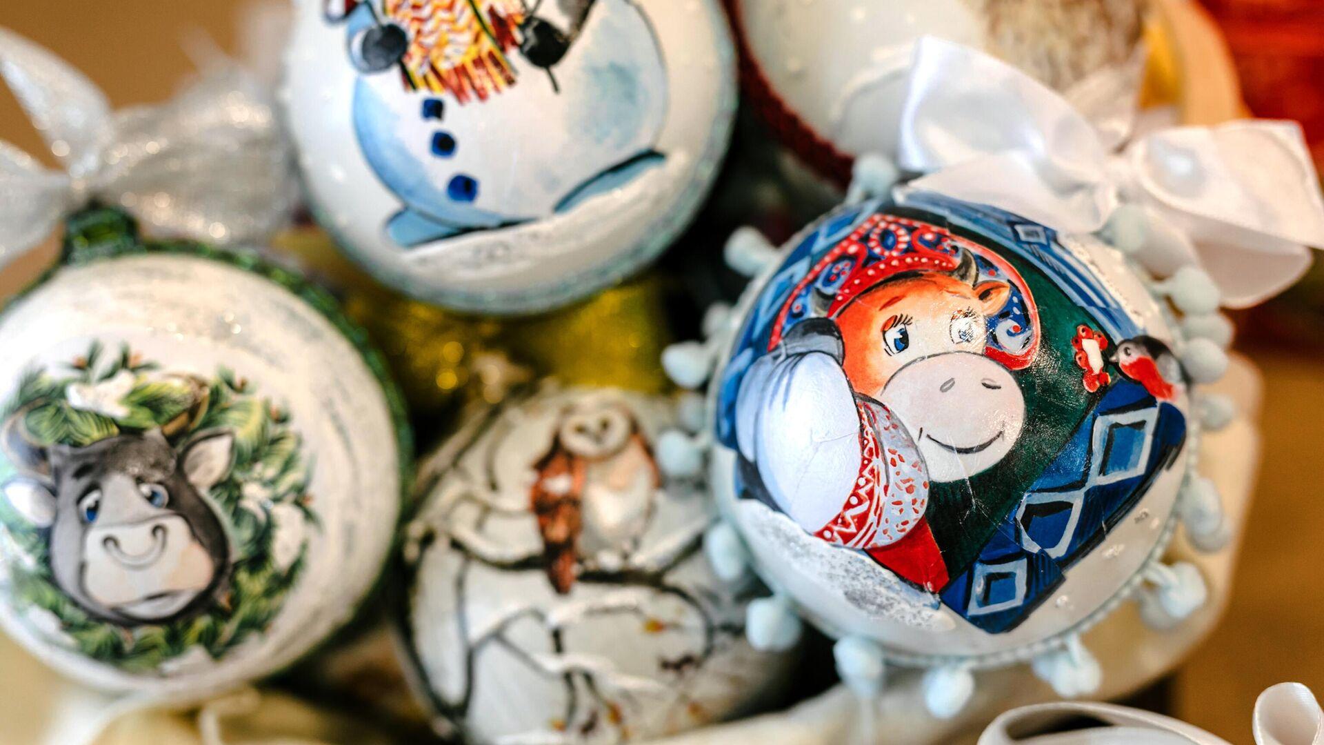 Новогодние игрушки на елку  - РИА Новости, 1920, 30.11.2020