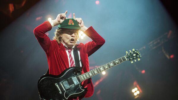 Участник группы AC/DC Ангус Янг