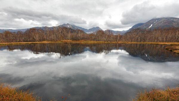 Озеро в районе горного массива Вачкажец на Камчатке