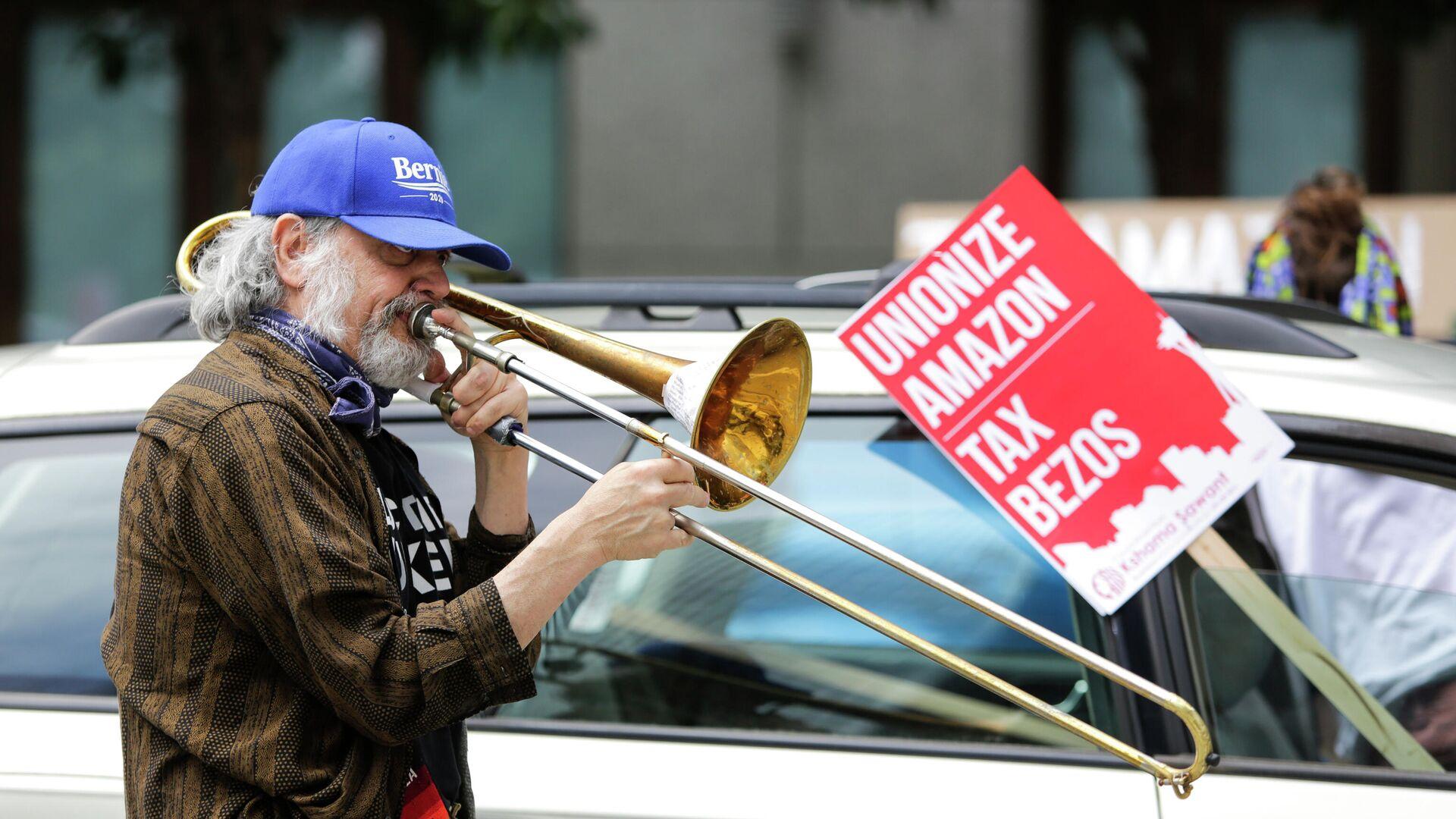 Протест возле Amazon Spheres с целью потребовать от городского совета Сиэтла обложить налогом крупнейшие предприятия города в Сиэтле, штат Вашингтон - РИА Новости, 1920, 02.12.2020