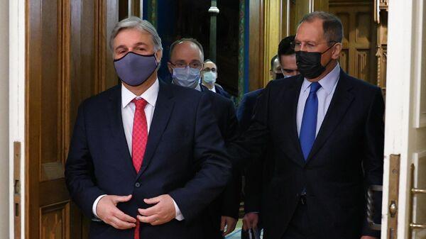 Министр иностранных дел РФ Сергей Лавров и министр иностранных дел Восточной Республики Уругвай Франсиско Бустильо во время встречи в Москве